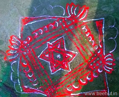 rangoli-design-by-la-martiniere-girls-college-students-(7)_thumb